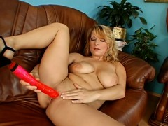 Fiery hot oral-sex from a sexy doll